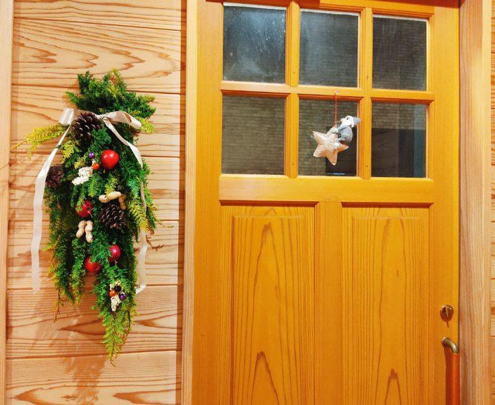 ハンドメイドのクリスマススワッグ